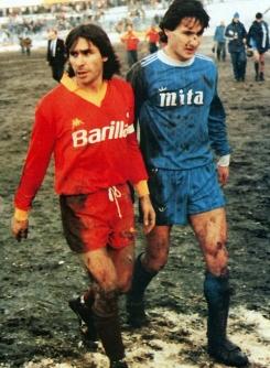 """Ende Januar 1985 läuft Romas Bruno Conti in Como vom Platz. Der Weltmeister von 1982 scheint zu denken: """"Wie soll man auf diesem Matsch Fußball spielen?"""""""